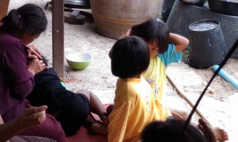 シラミが頭に!タイ・コラートの田舎