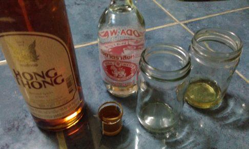 タイでお酒のボトルを開封、仏様と一緒に飲むんですよ!