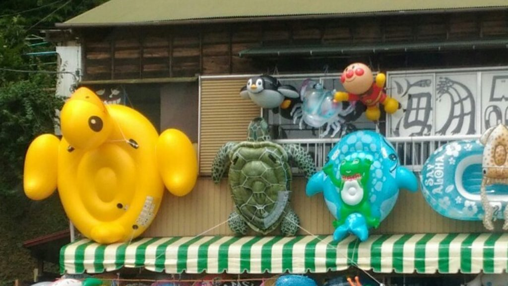 カオスな浮き輪屋 アンパンマン、カメ、アヒル